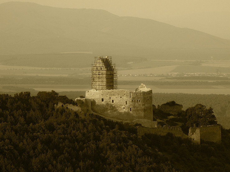 Topolčiansky hrad II